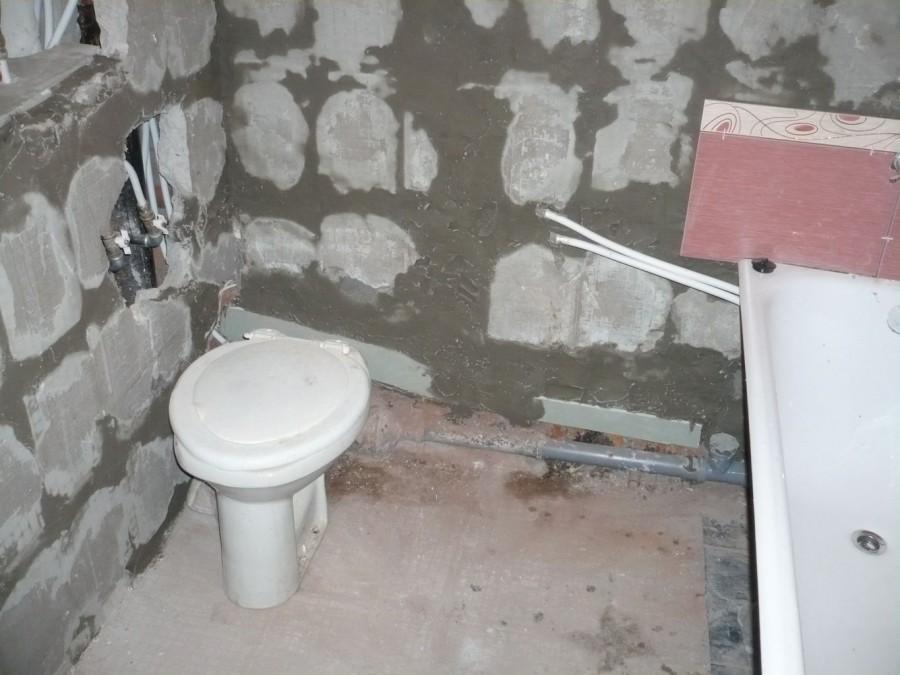 Как сделать ванную комнату в кирпичном доме своими руками 30